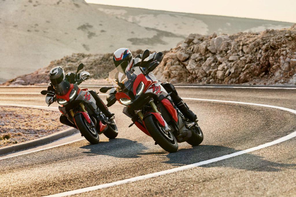 BMW F 900 XR 2020 w akcji -  motocykl sportowo-turystyczny