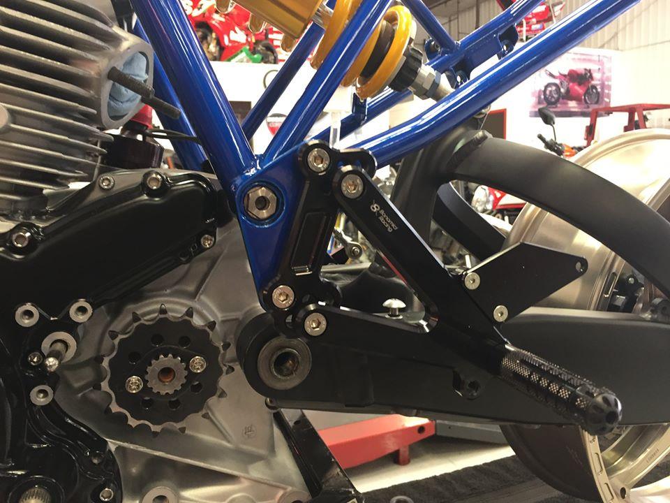 Ducati 900ss rest-mod oś wahacza