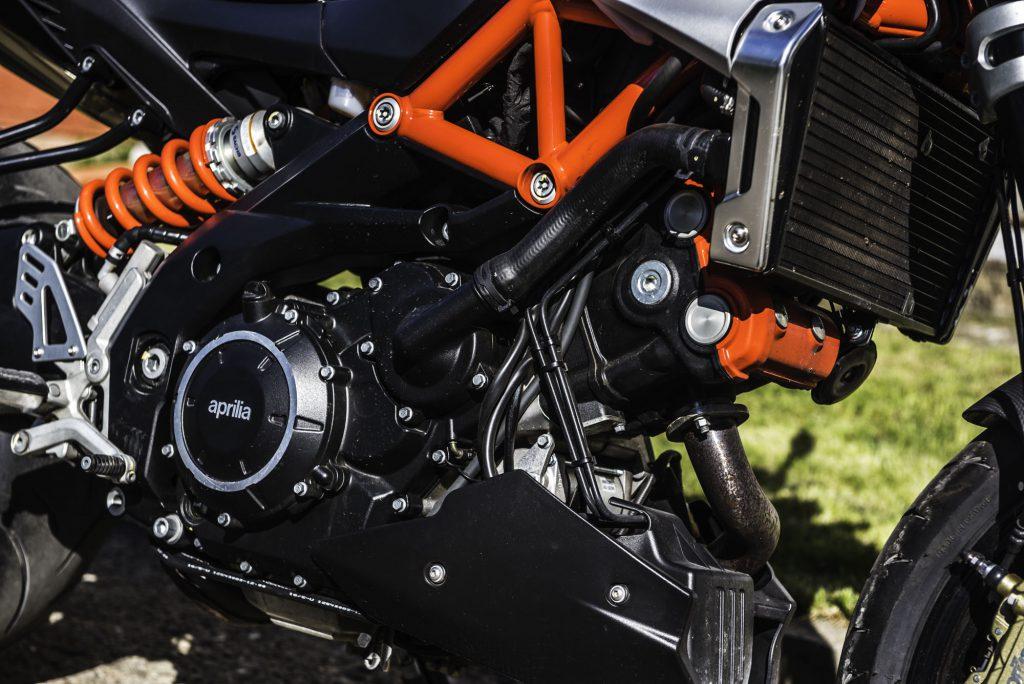 Aprilia Shiver 900 silnik, amortyzator